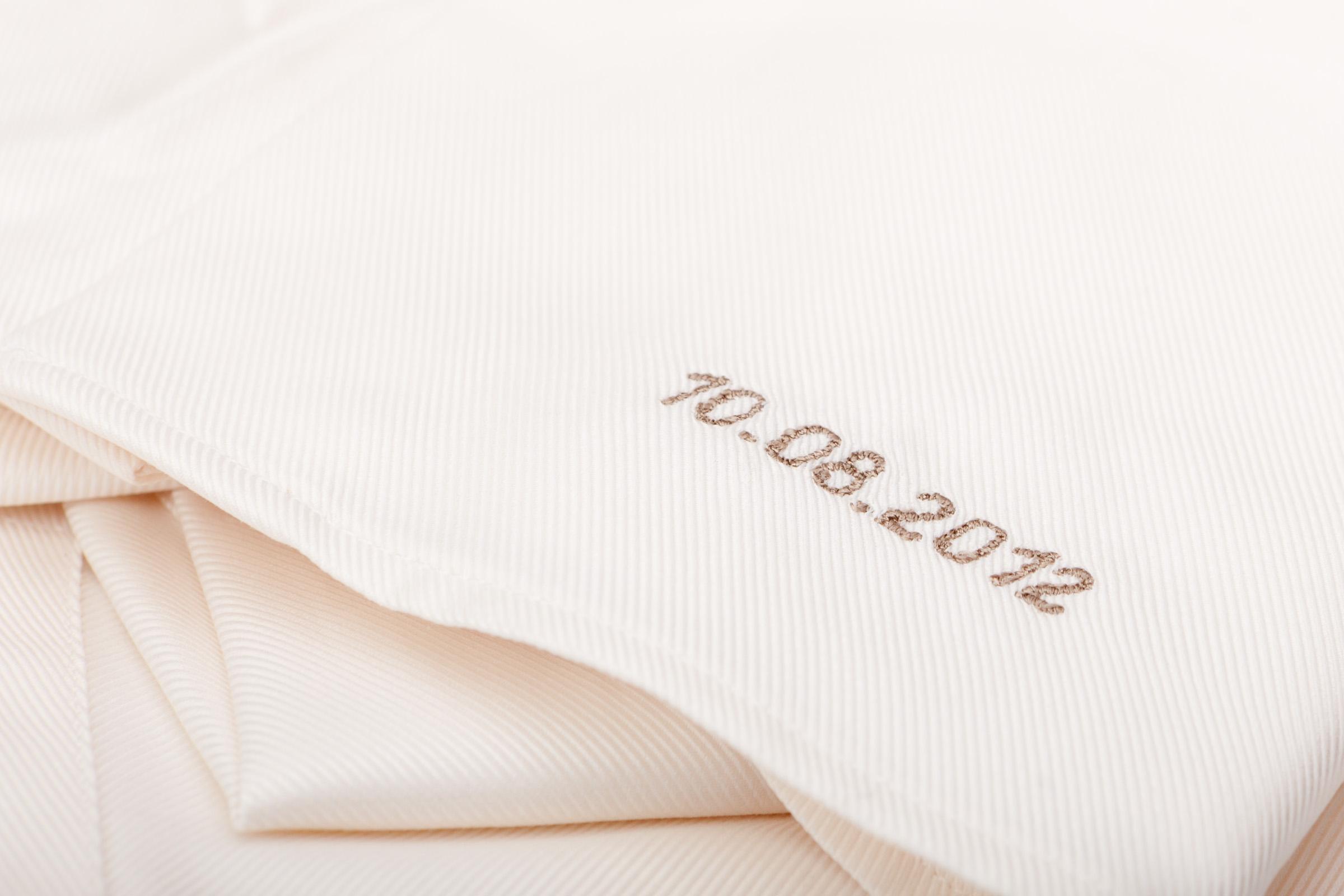 Hochzeitshemd_creme_Stickerei_Hochzeitsdatum